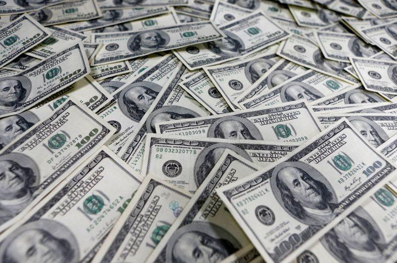 Dollar heads toward weekly gain as oil shock reveberates
